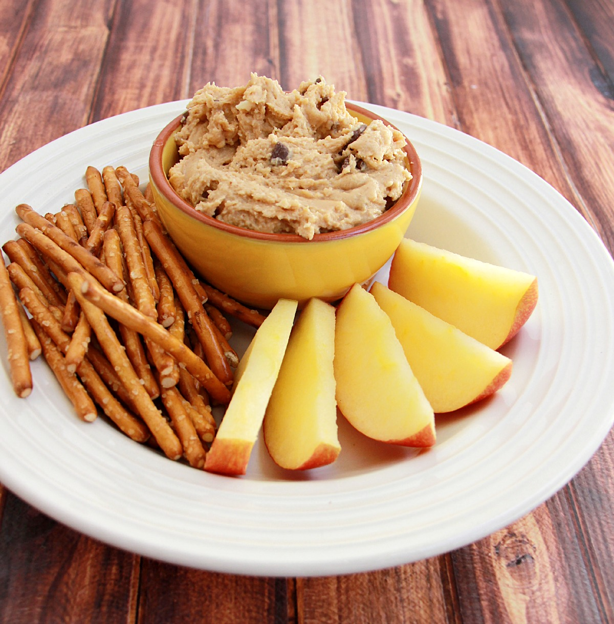 Looking for a way to eat cookie dough? Try this delicious peanut butter cookie dough dip and your sweet tooth will be thanking you. Great as a party dessert or as a tasty fruit dip, Peanut butter chocolate chip cookie dough dip will become a favorite.