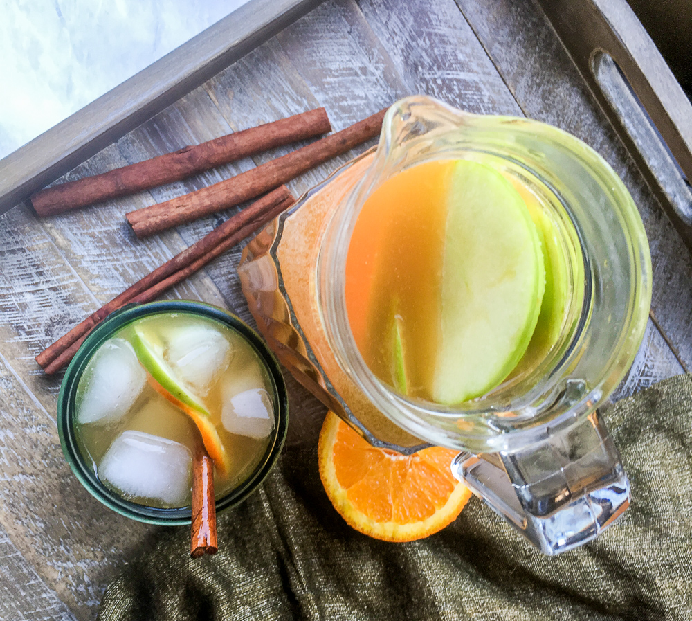 Looking for a simple punch recipe? This healthy punch recipe brings in all the flavors of apples, oranges and ginger together with only healthy ingredients.