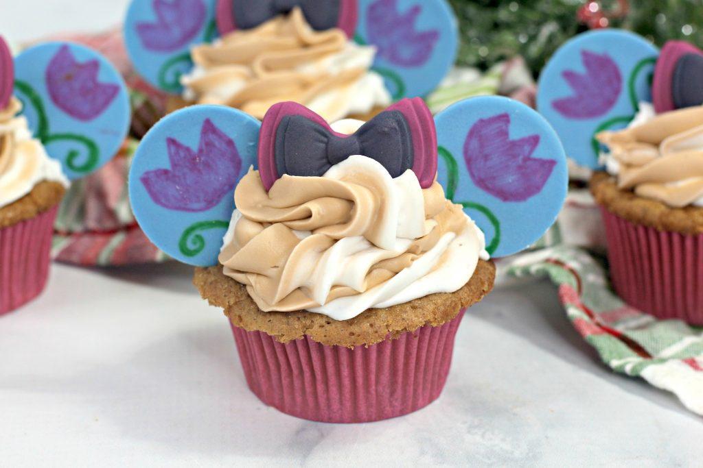several anna frozen cupcakes